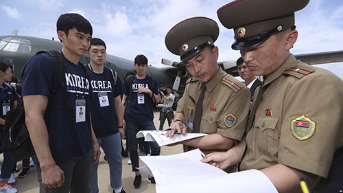 South Korean Basketballers Arrive In North To Mix Sports,Diplomacy