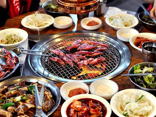 Food Etiquette in Korea: Eat Korean Barbecue Like aLocal