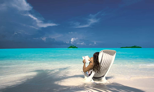 Best Job in the World? Luxury Resort in Maldives Seeks Bookseller